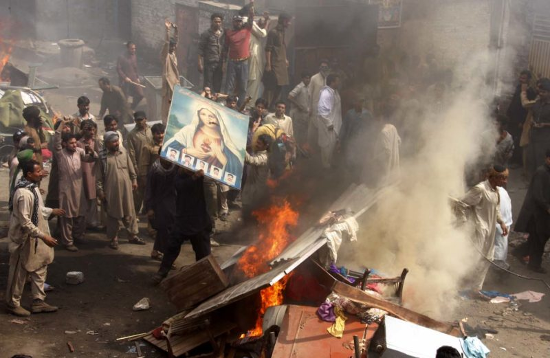 Christians are persecuted in Pakistan. Islamist Radicals mob burnt Pakistan Christian Houses and shops