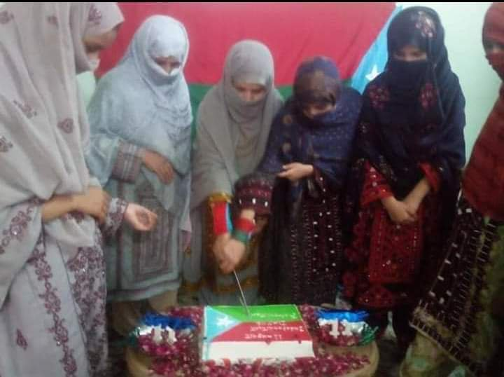 Women in Balochistan cutting the cake to celebrate Balochistan Independence Day