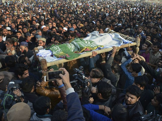 Rapistan Synonym to Pakistan: People participating in the 7-year-old Zainab's funeral