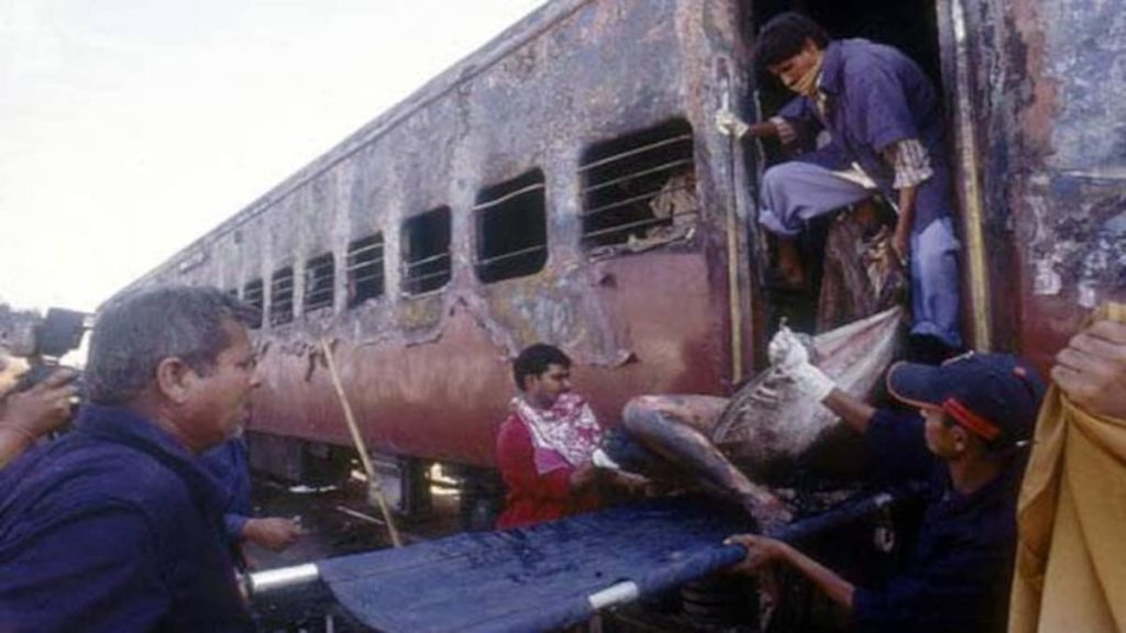 Jihadists Brutalized Hindus for 80 years, then played victim: Rescue workers carrying the charred bodies of Hindus outside the burnt train coach